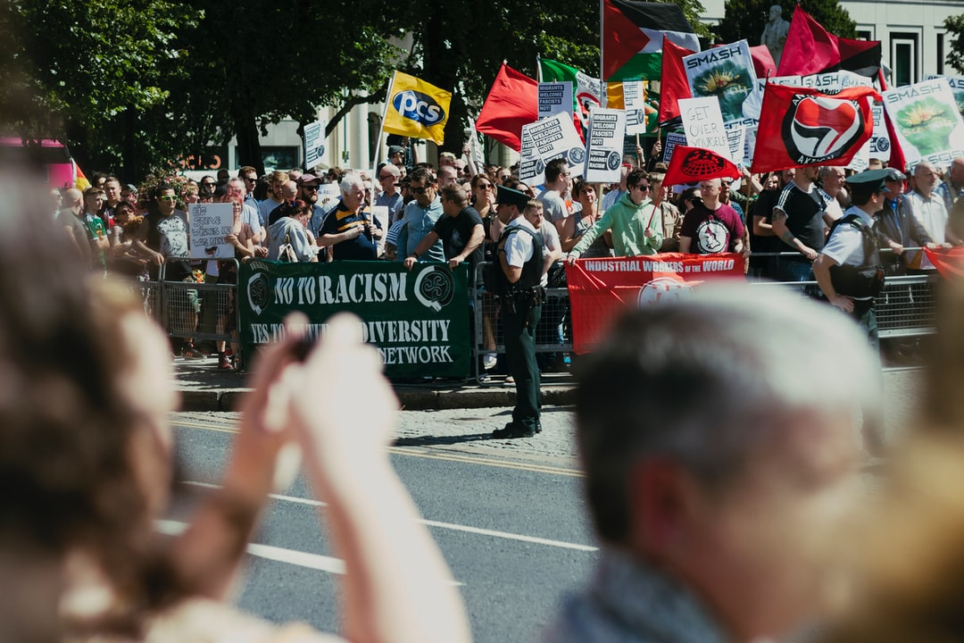 The day I visited Belfast there was a bit of a mess. But the mess I like: a lot of people united against racism.
