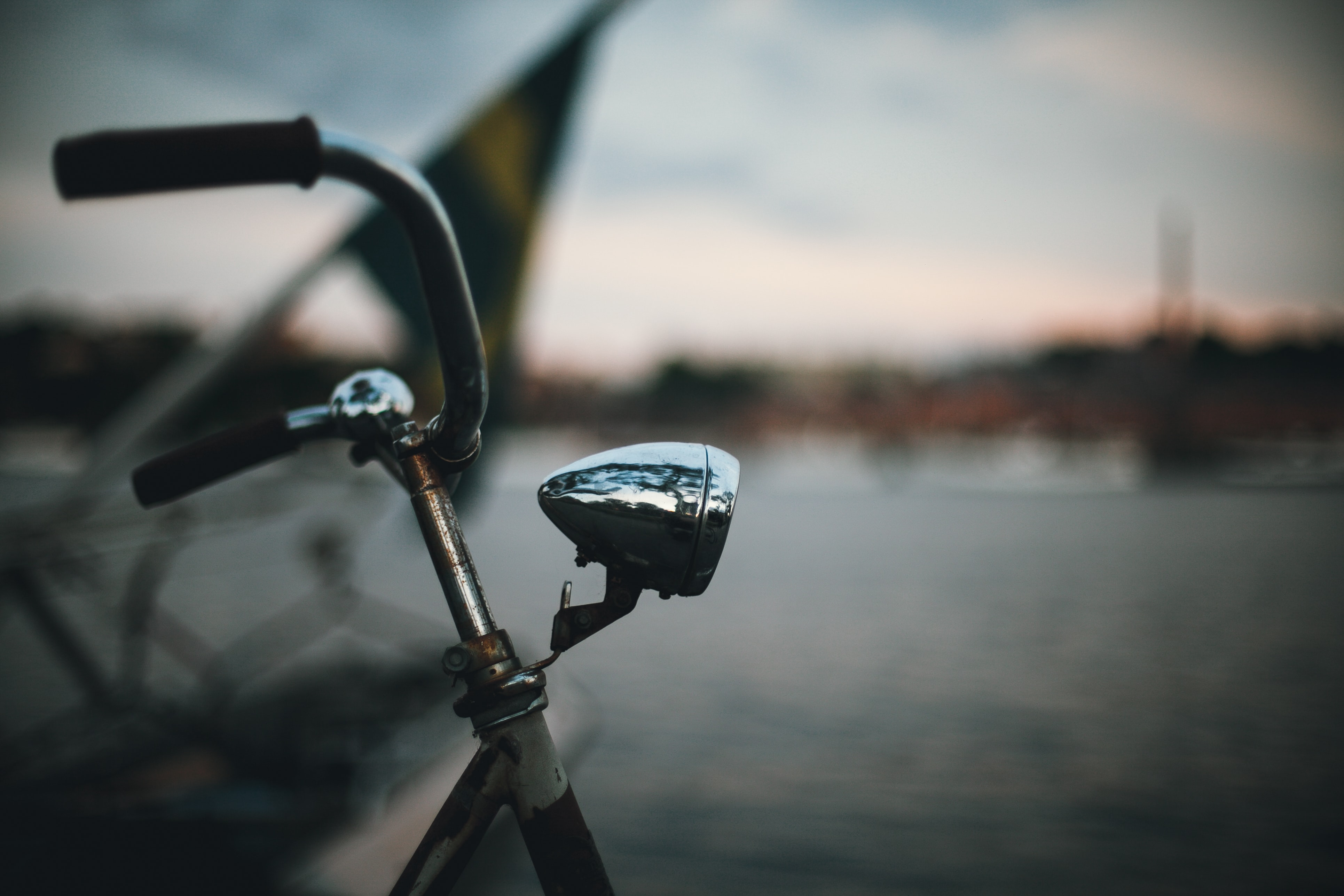 shallow focus lens photo of bicycle