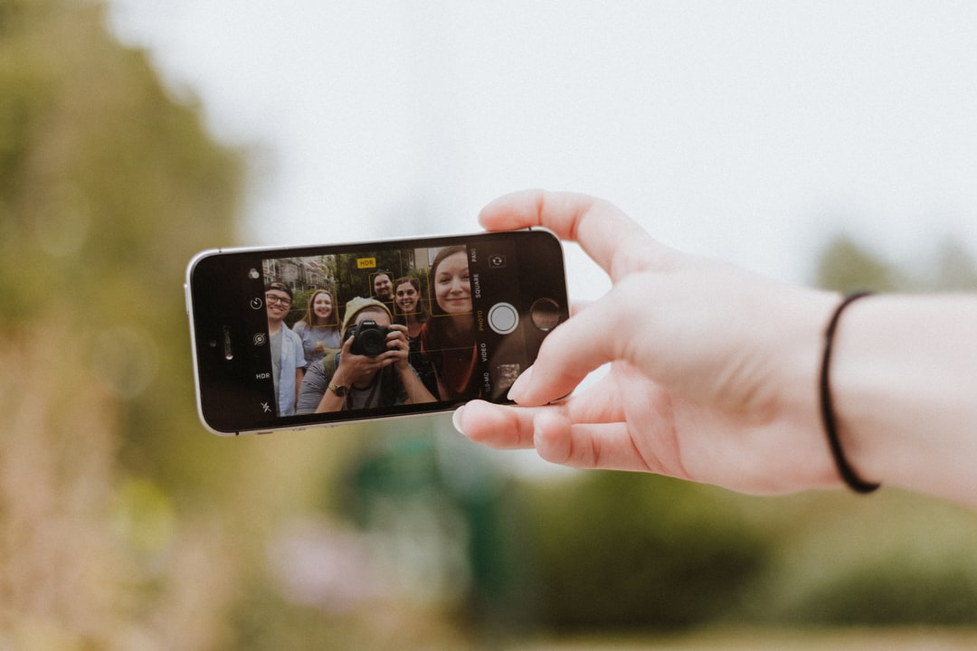 Influenciadores Digitais 2018: o comportamento e hábito dos brasileiros seguidores