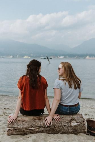 Des sœurs.   Photo : Unsplash