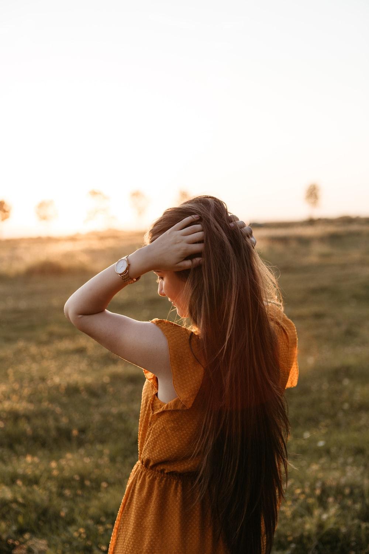 Woman Holding Her Hair Photo Free Human Image On Unsplash
