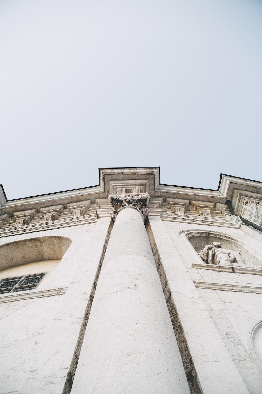 gray concrete pillar