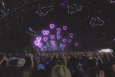 people watching blue triangle stage lights coachella teams background