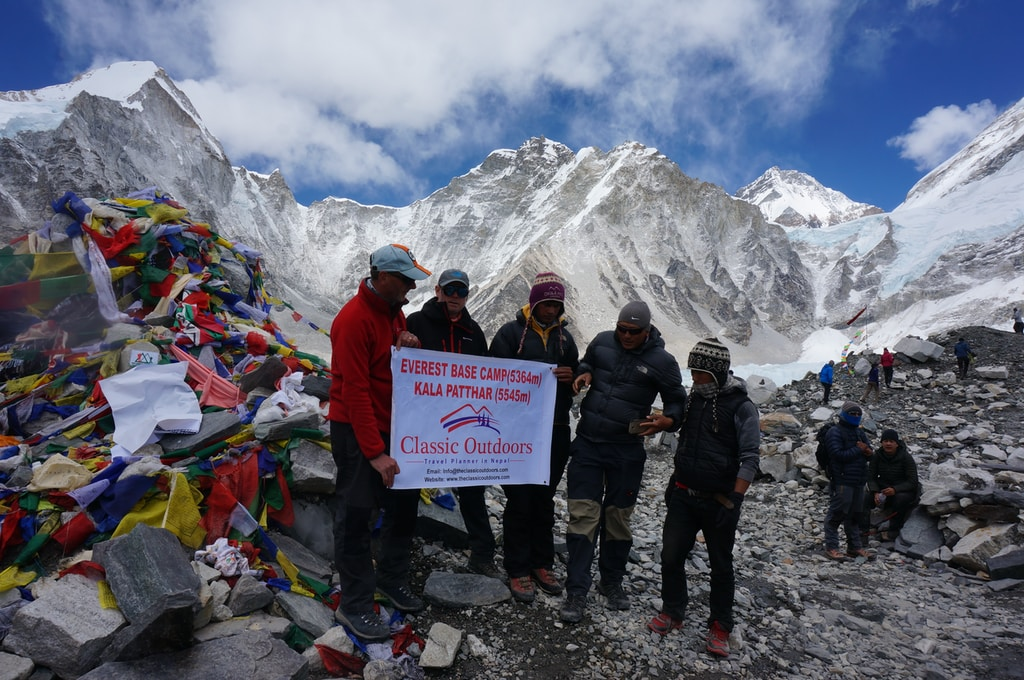 five mountaineer on mount Everest