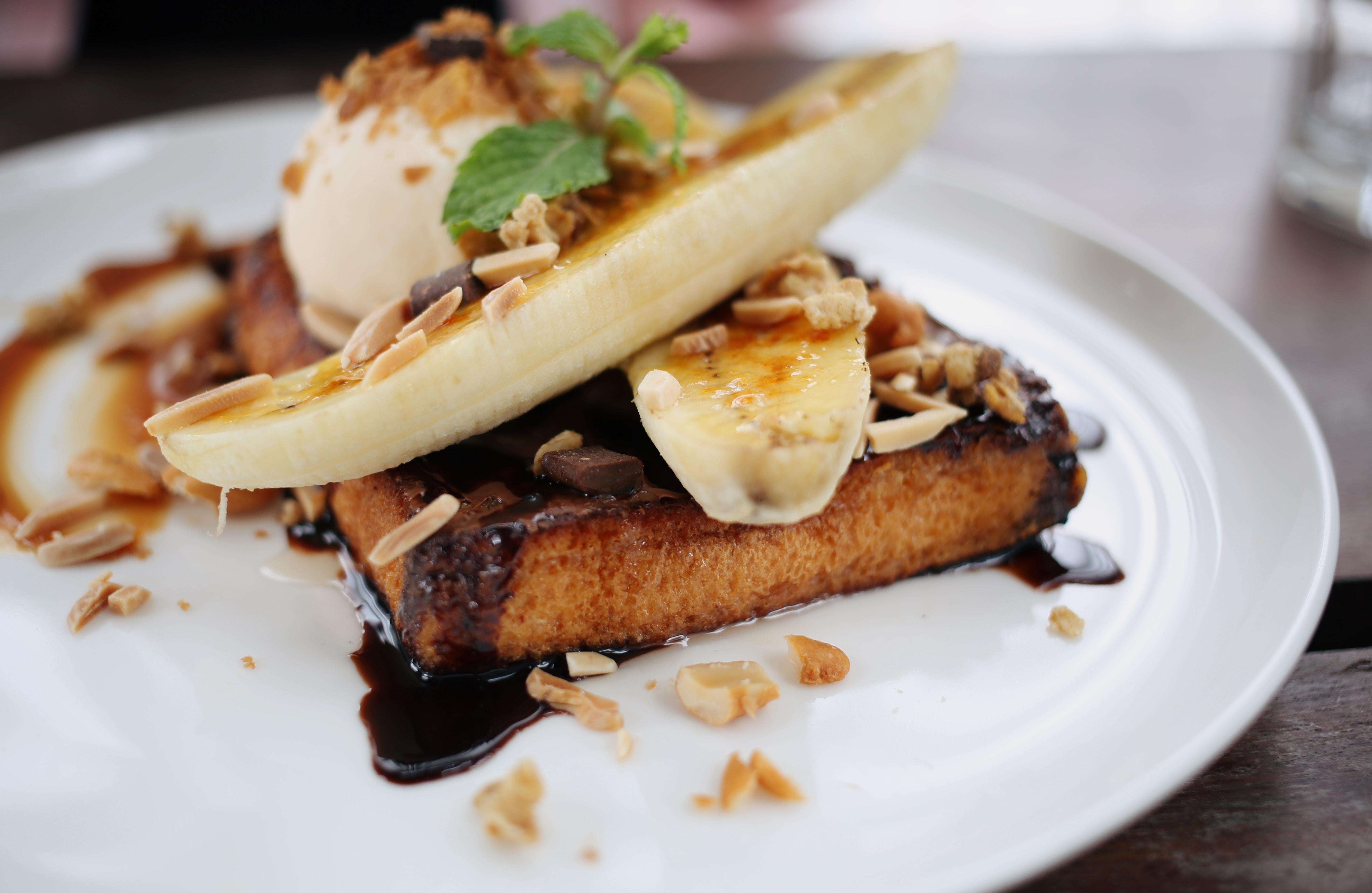 banana split on plate