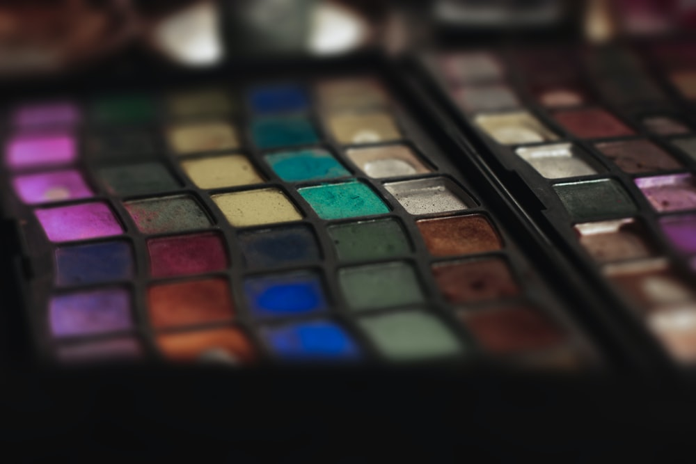 eyeshadow palette photography