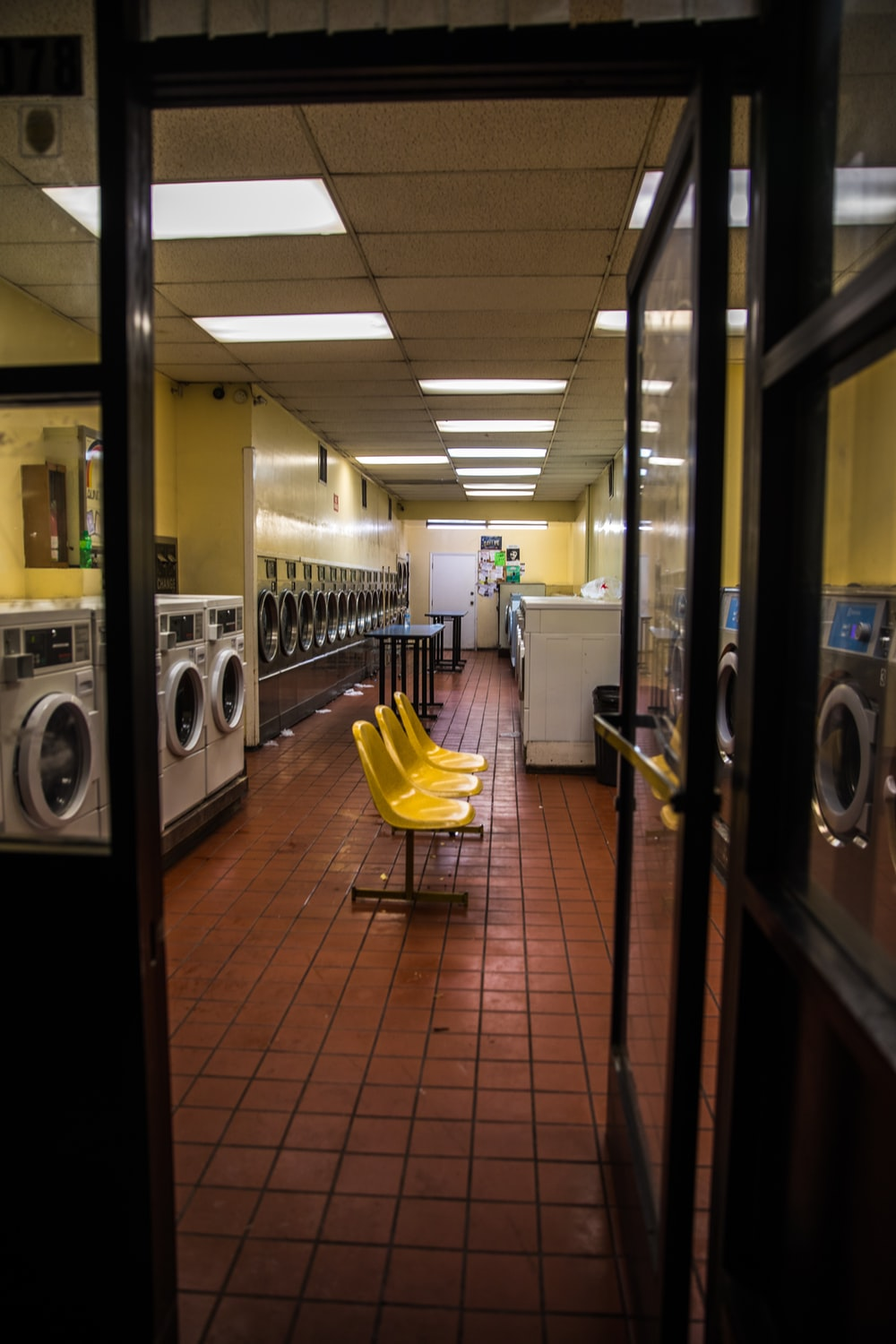 Laundromat Photoshoot Pictures Download Free Images On Unsplash