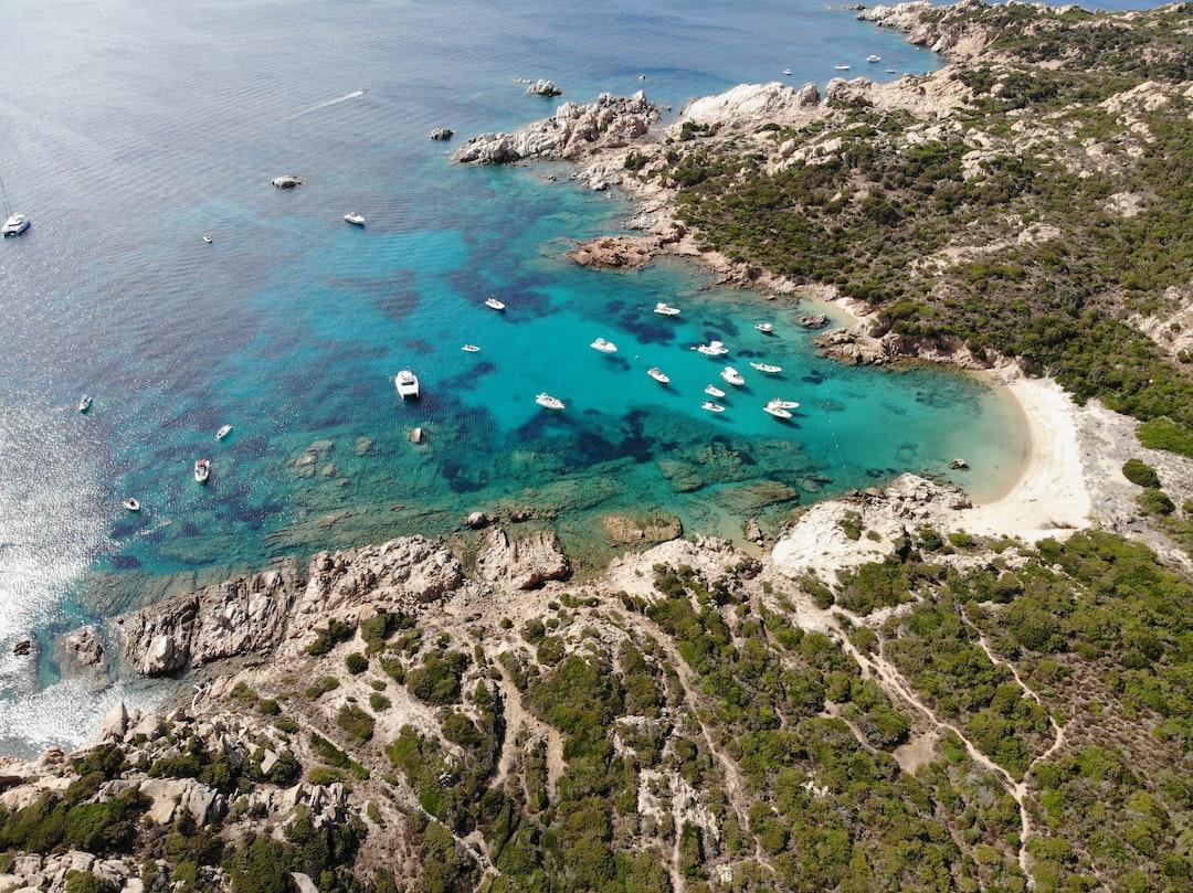 Meraviglioso arcipelago de La Maddalena in Sardegna. Fotografia scattata con drone DJI Mavic Air.