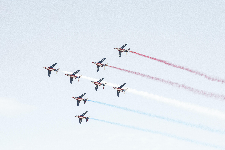 eight plane doing aerobatics