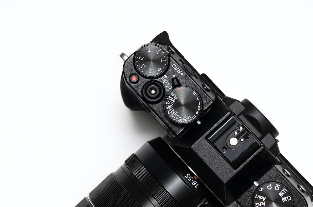 black DSLR camera