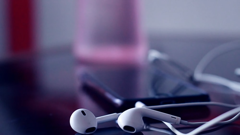 selective focus photograph of Apple EarPods