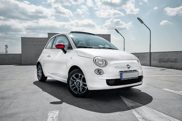 Dal 2008 Abarth su base Fiat produce un'autovettura sportiva amata da molti. La nuova 500 abarth. Quest'auto ha origini del secolo scorso