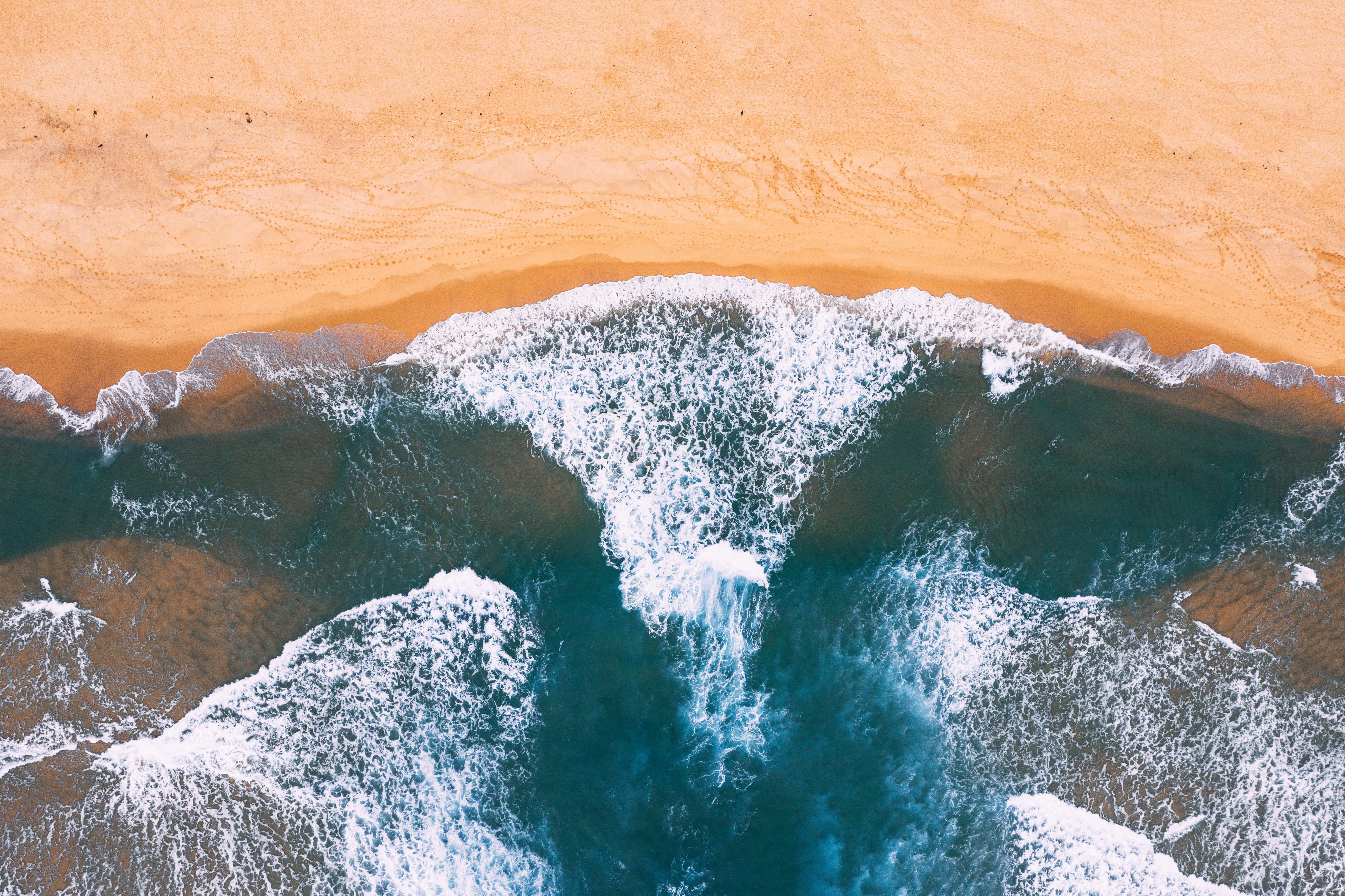 aerial photography of beach wave