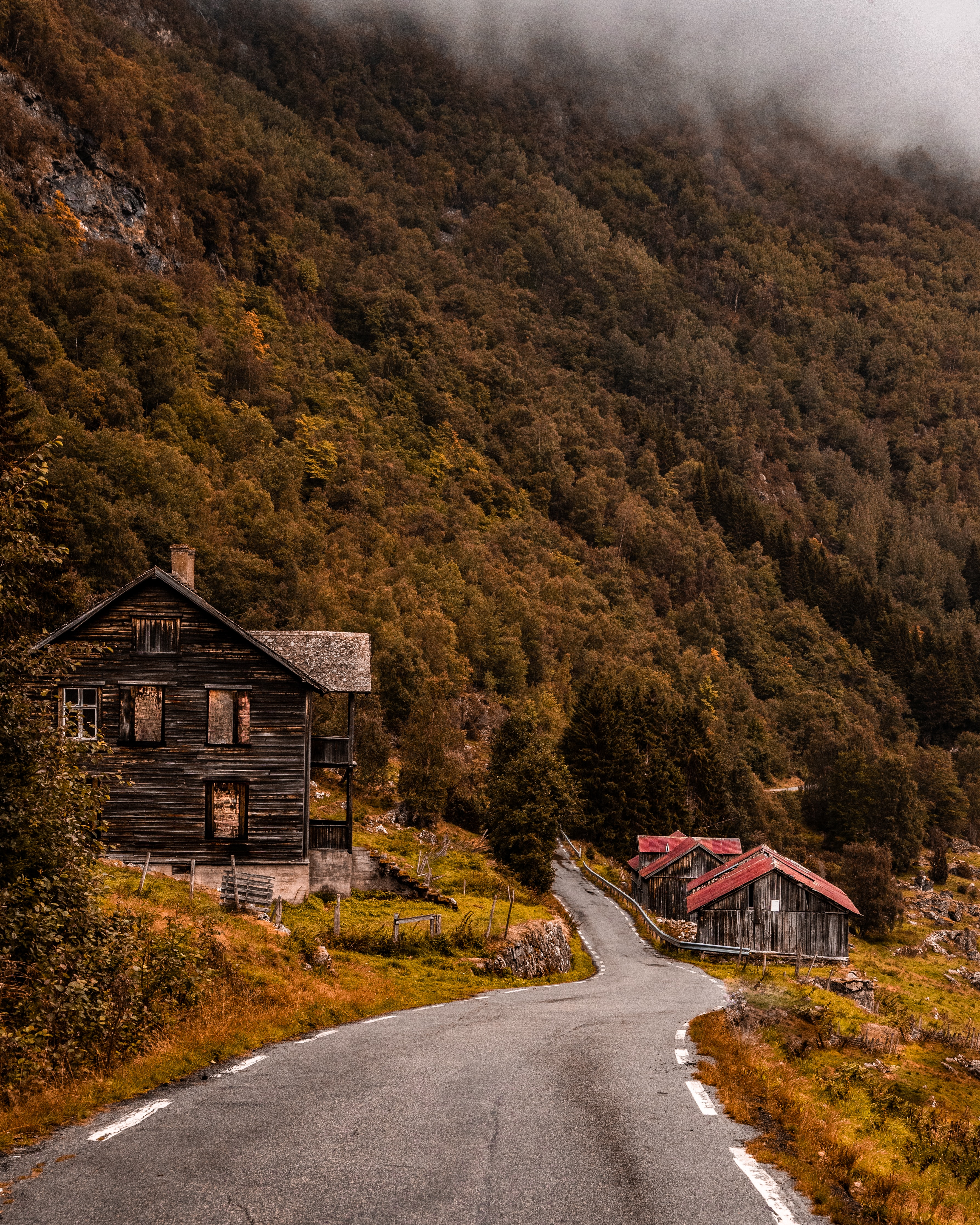 landscape photography of houses near mountain