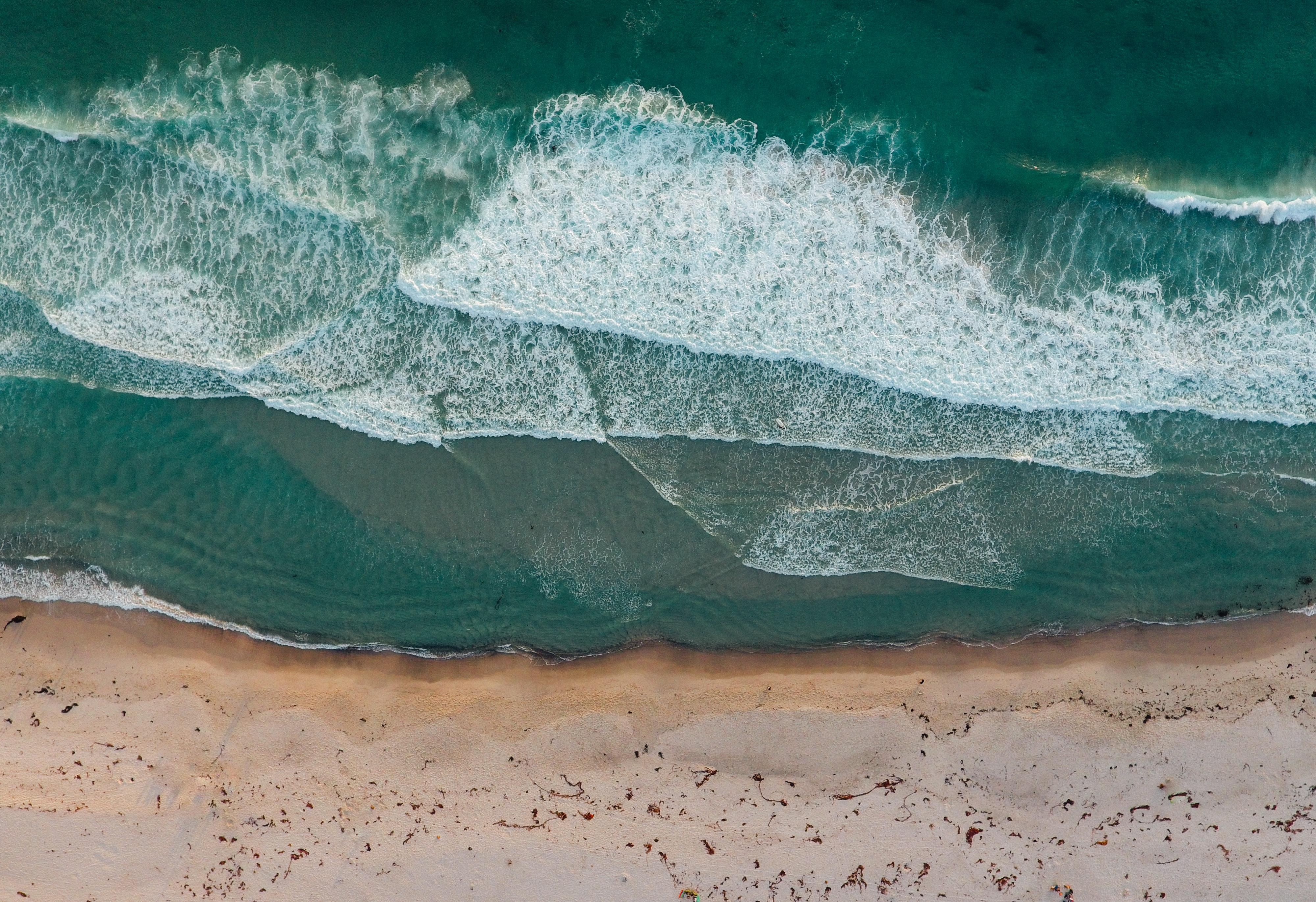 sea and shore at daytime