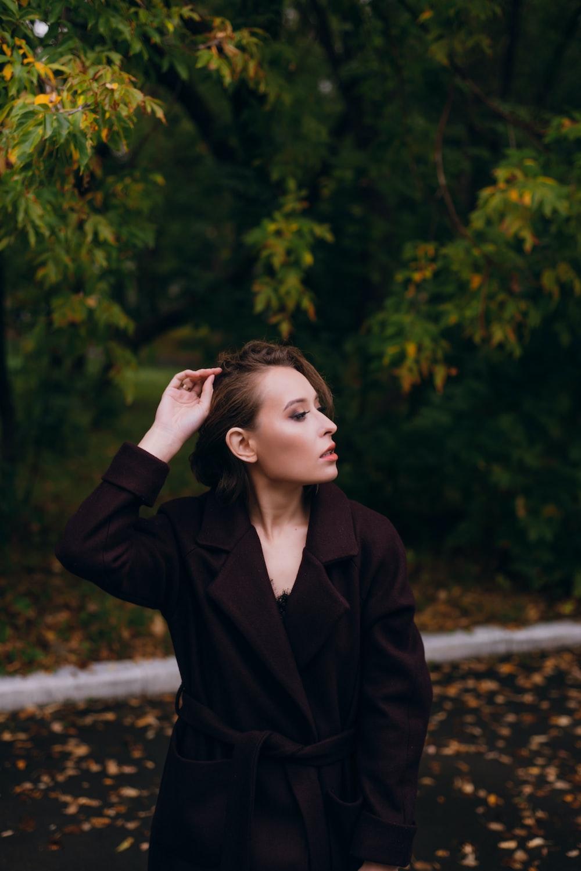women's black notched lapel suit jacket