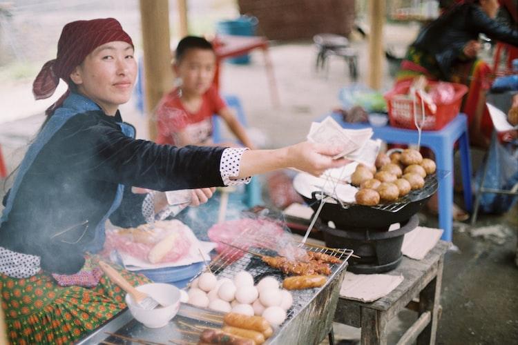Food vendor in Hanoi | unsplash.com