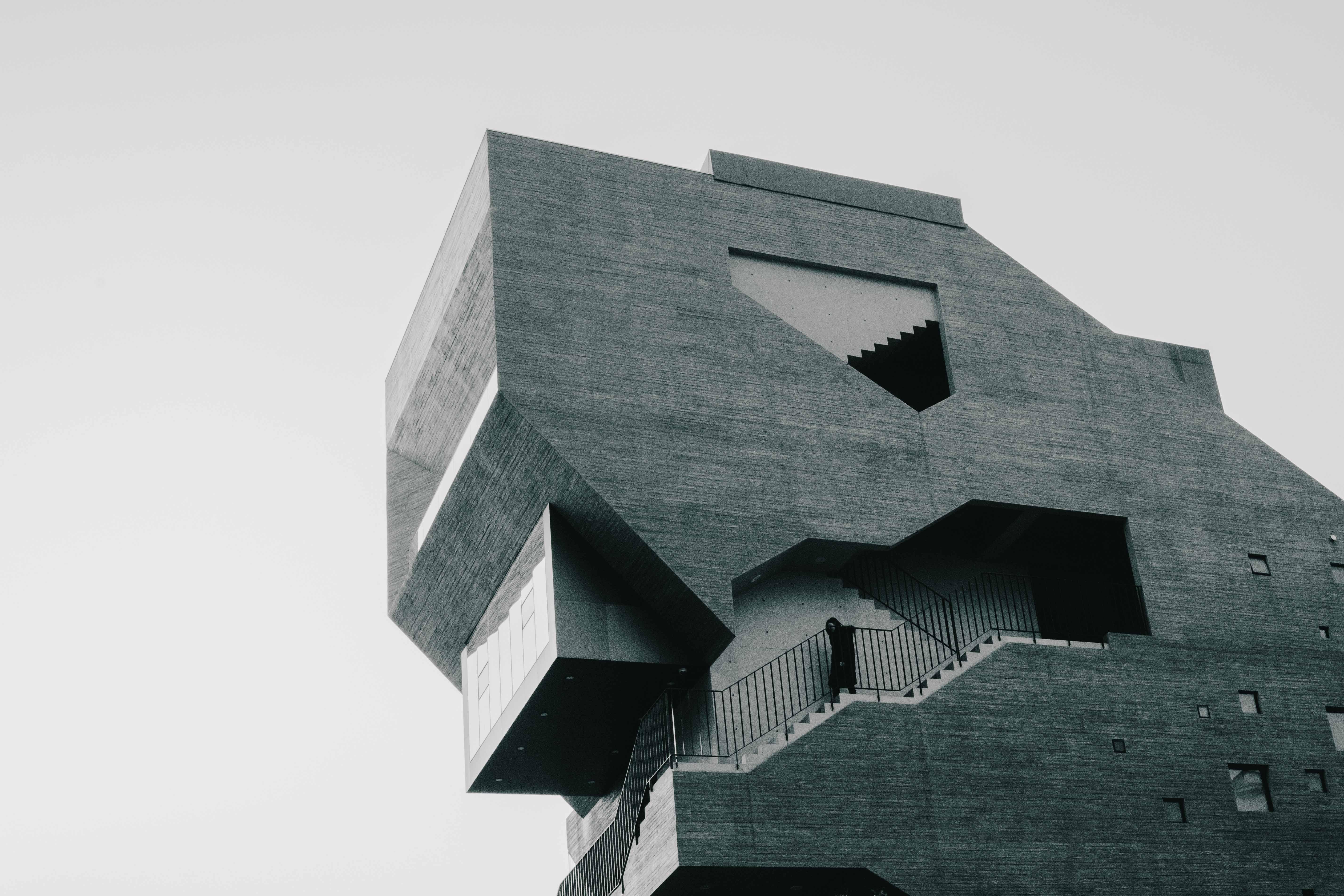 gray building during daytimne