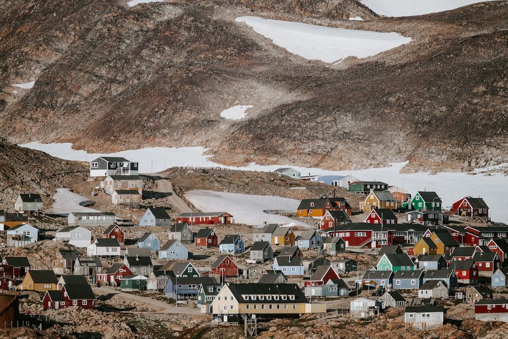 houses near brown mountain