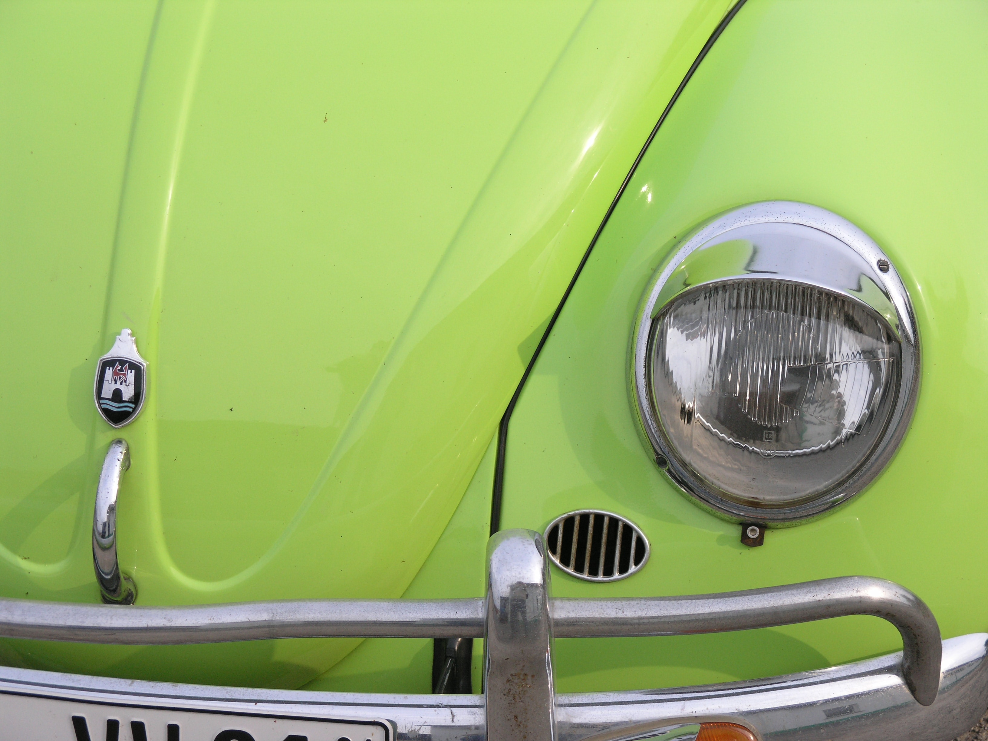 closeup photo of green Volkswagen Beetle