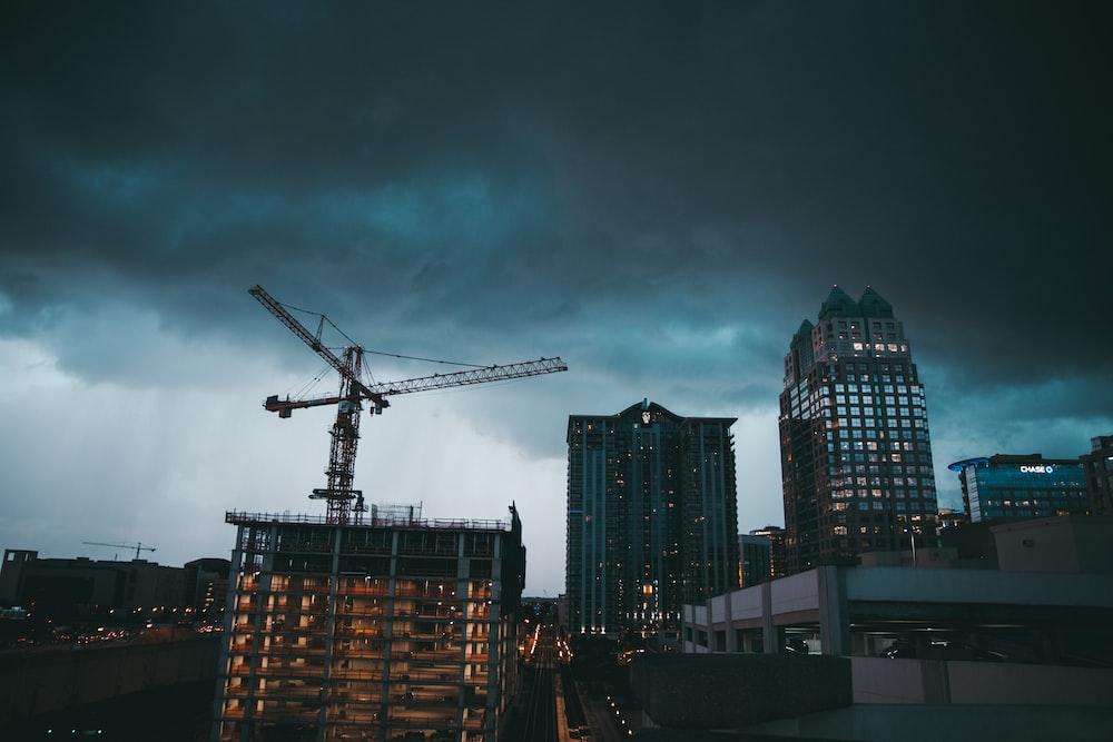 gray tower crane