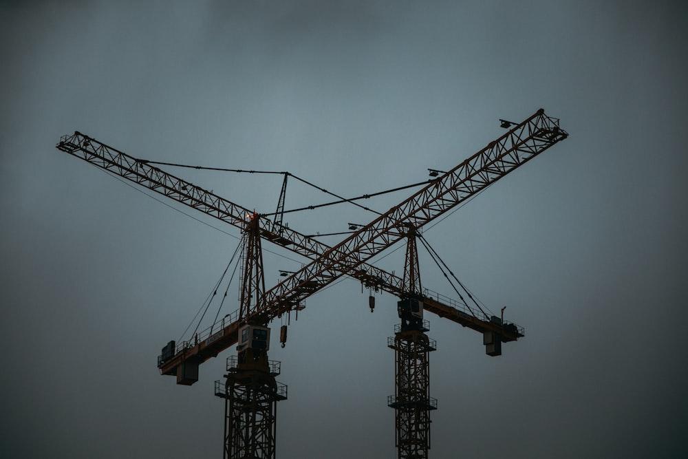 yellow steel tower crane