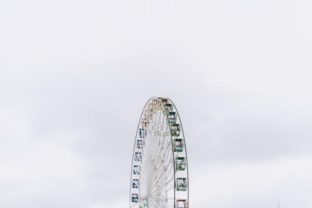 ferris wheel under white clouds at daytime