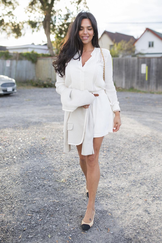 womens' white long-sleeved shirt
