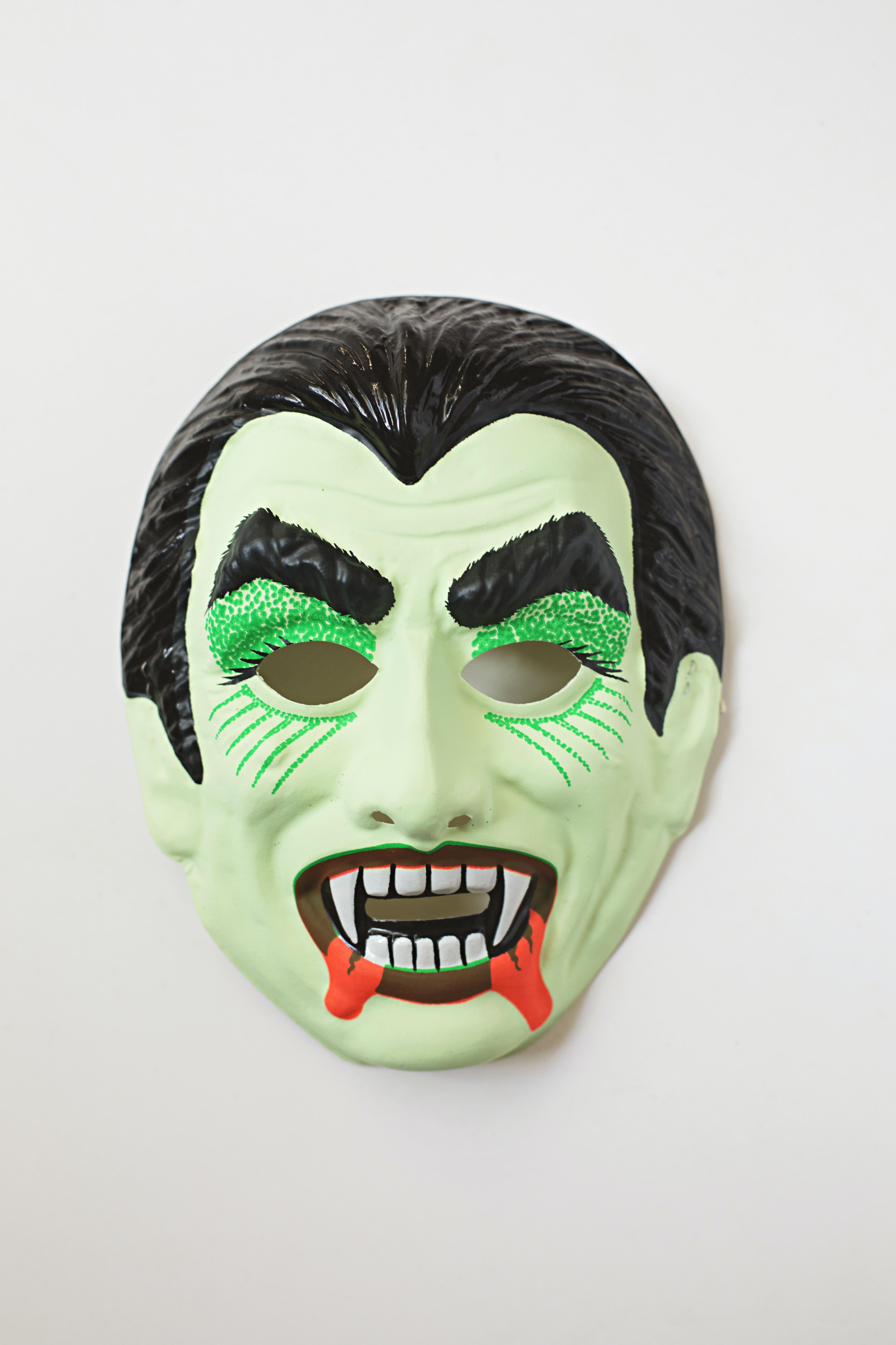 green vampire mask