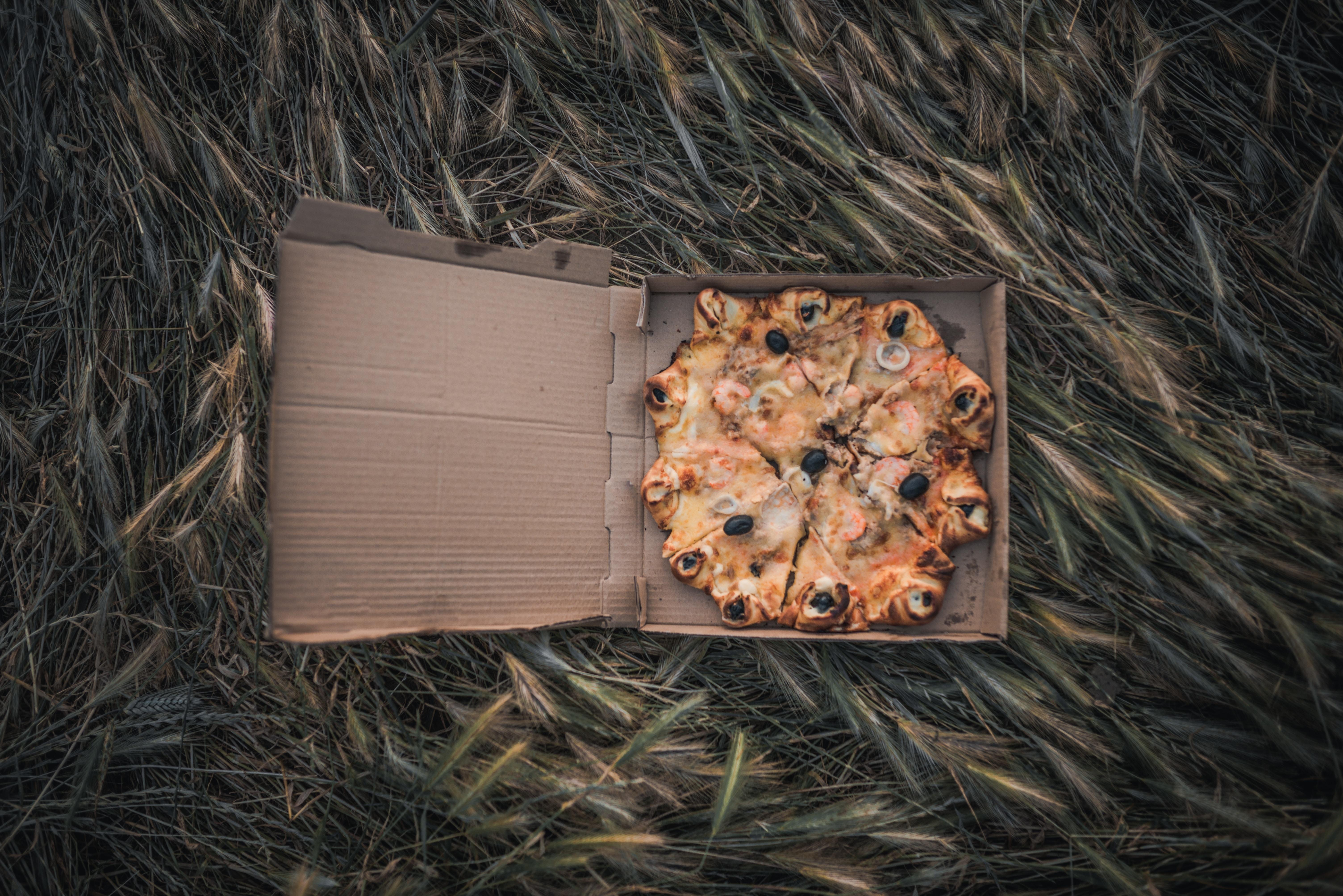 pizza dish on box