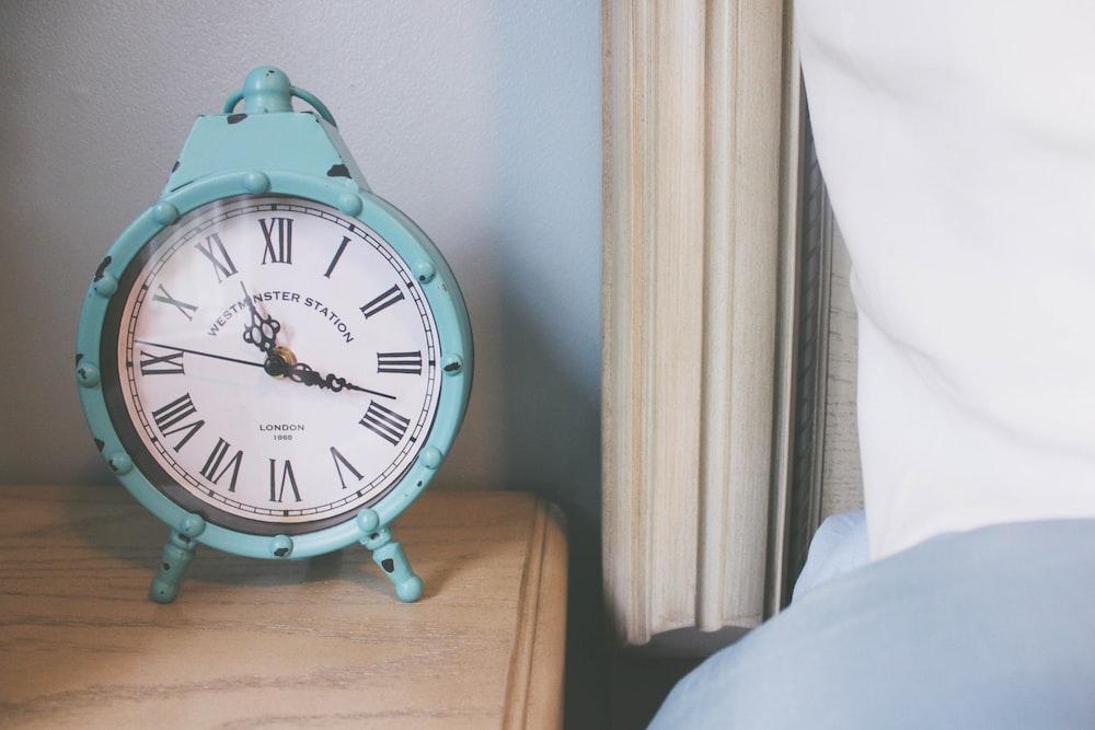 round green analog table clock displaying at 11:16