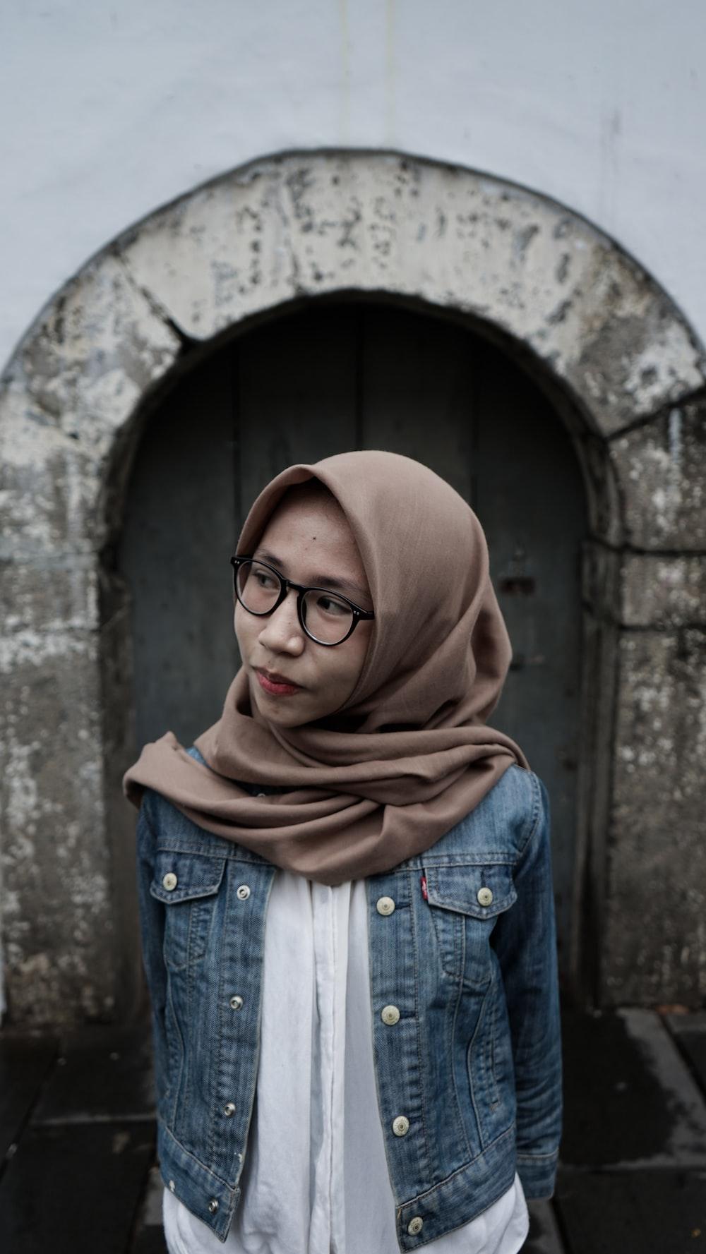 woman wearing brown hijab