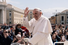 Pope Tells Listeners to Learn to Switch Off in First Appearance at the Vatican After Hospital Stay