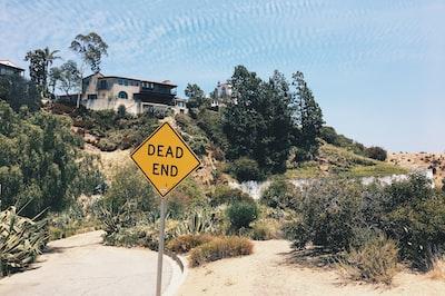 Dead End signage post