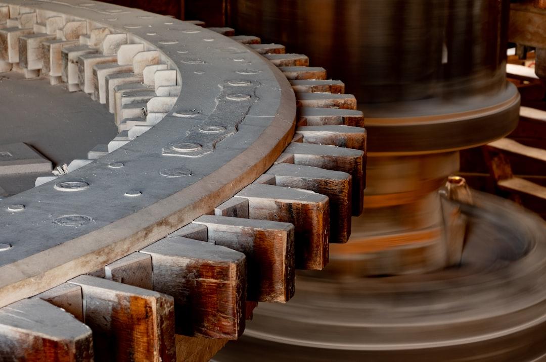Tygodnik Ekonomiczny: Spadek produkcji przemysłowej i dynamiki wynagrodzeń