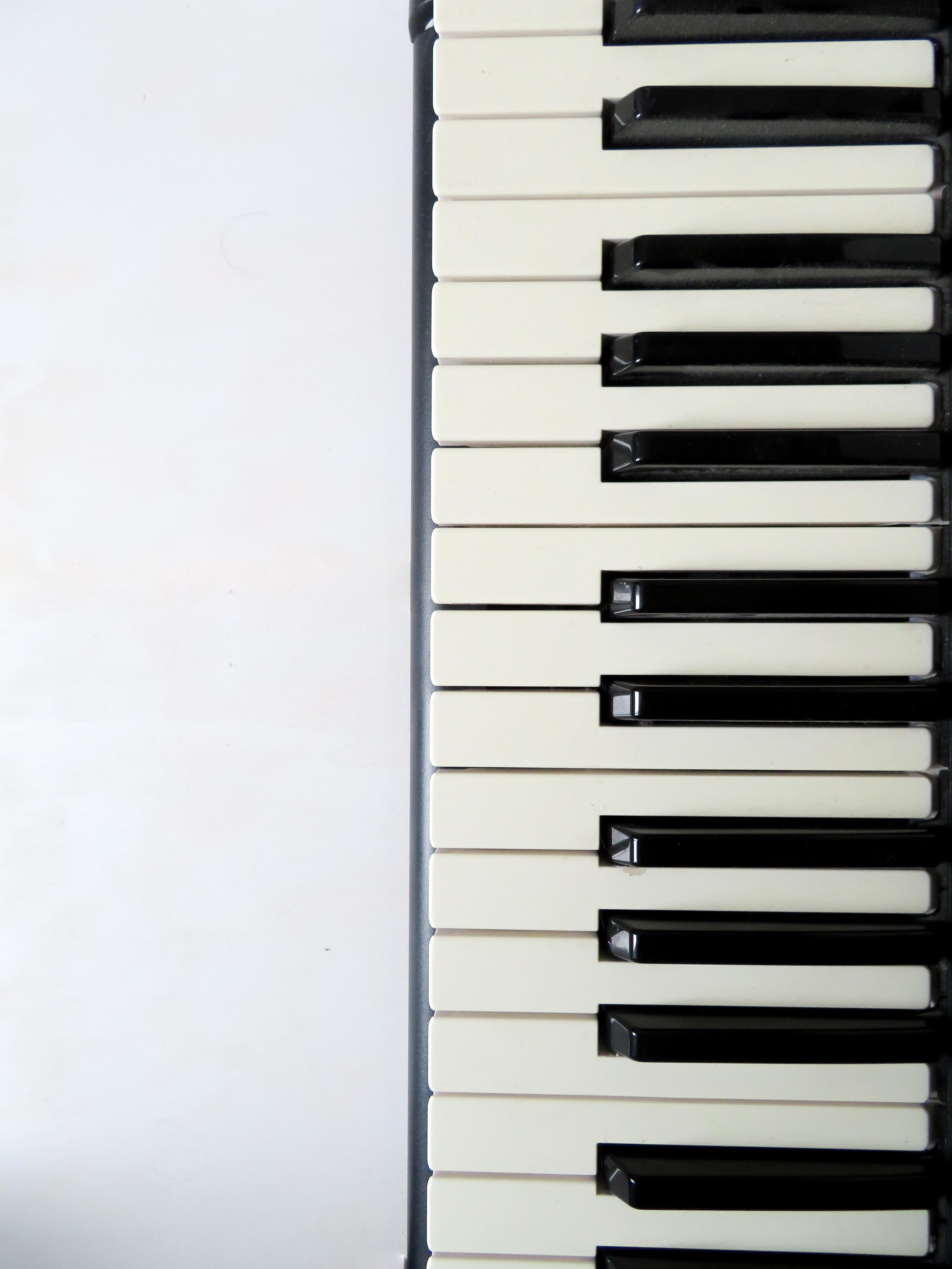 white and black piano keyboard