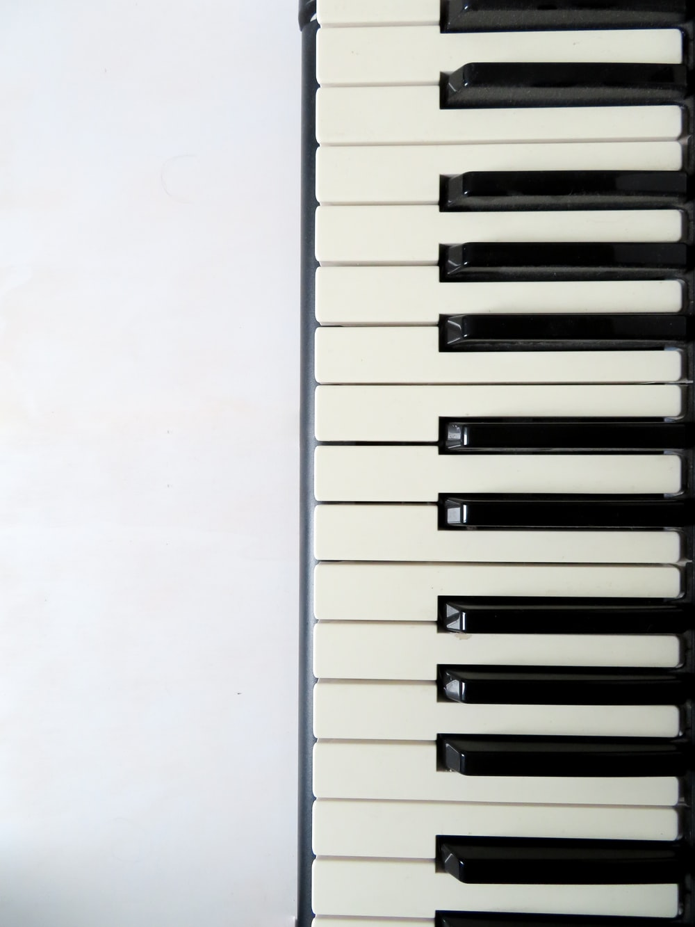 white and black piano keyboard