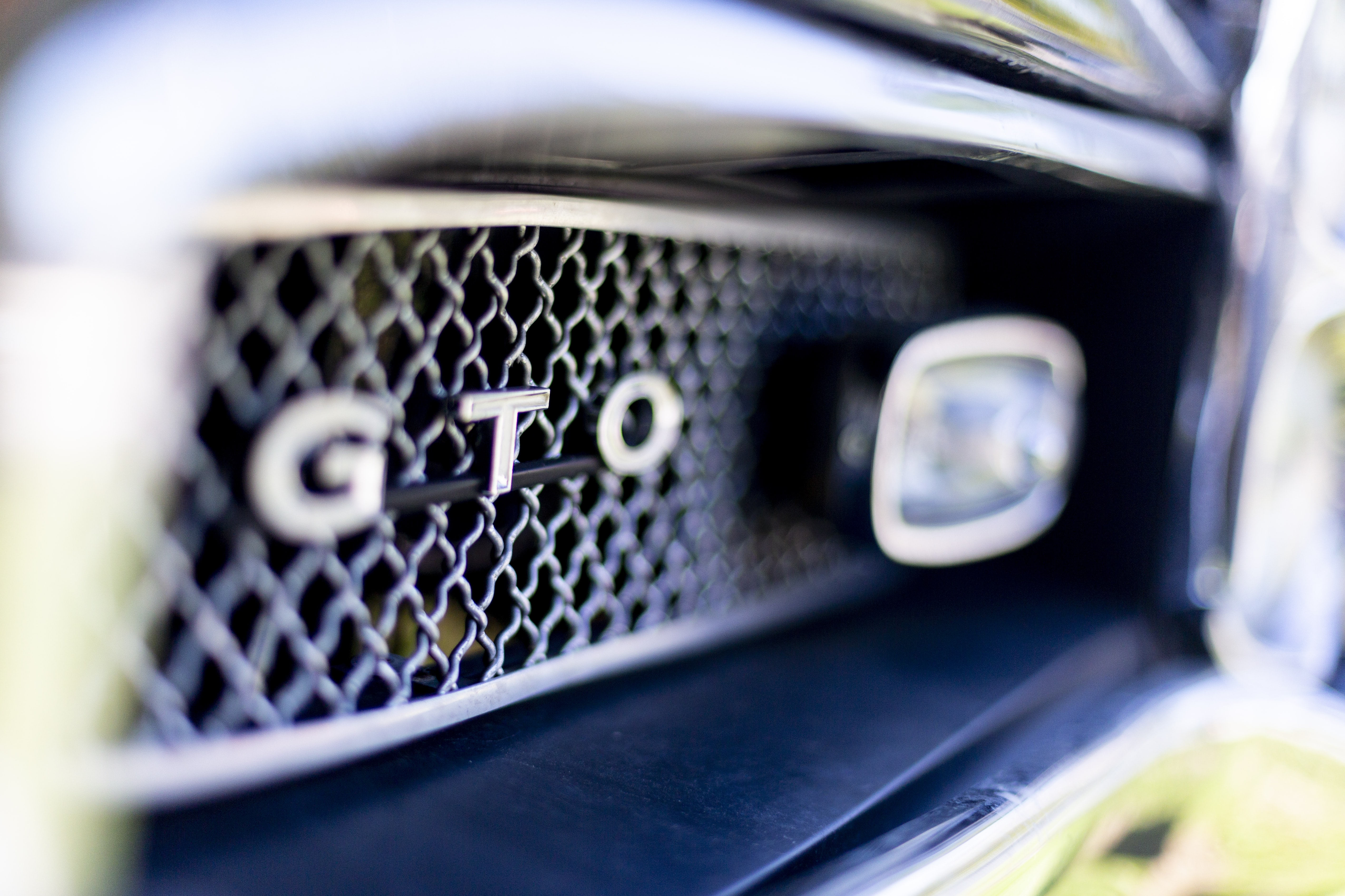 close-up photography of gray GTO vehicle
