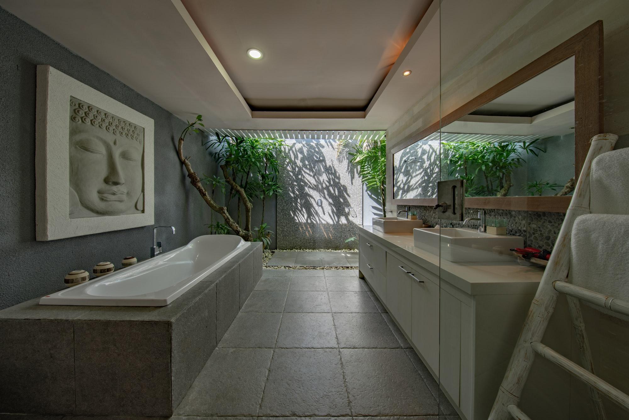 Отделка мрамором ванной комнаты