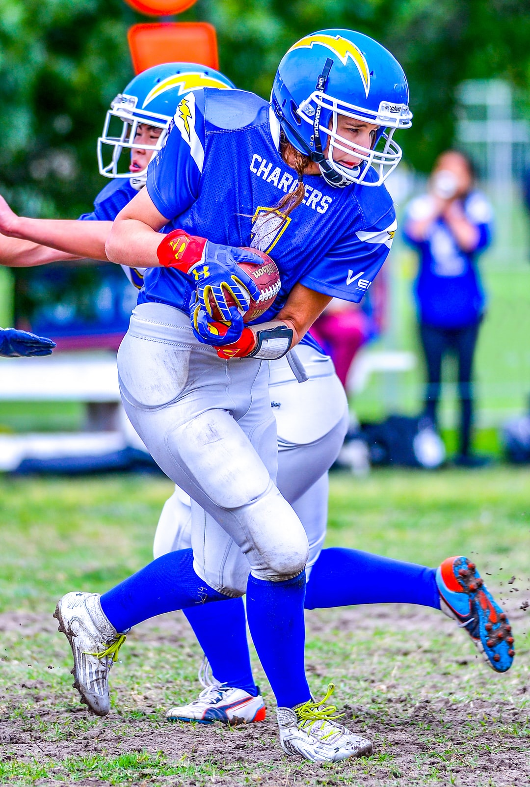 Madeline Kop on her way to the end zone