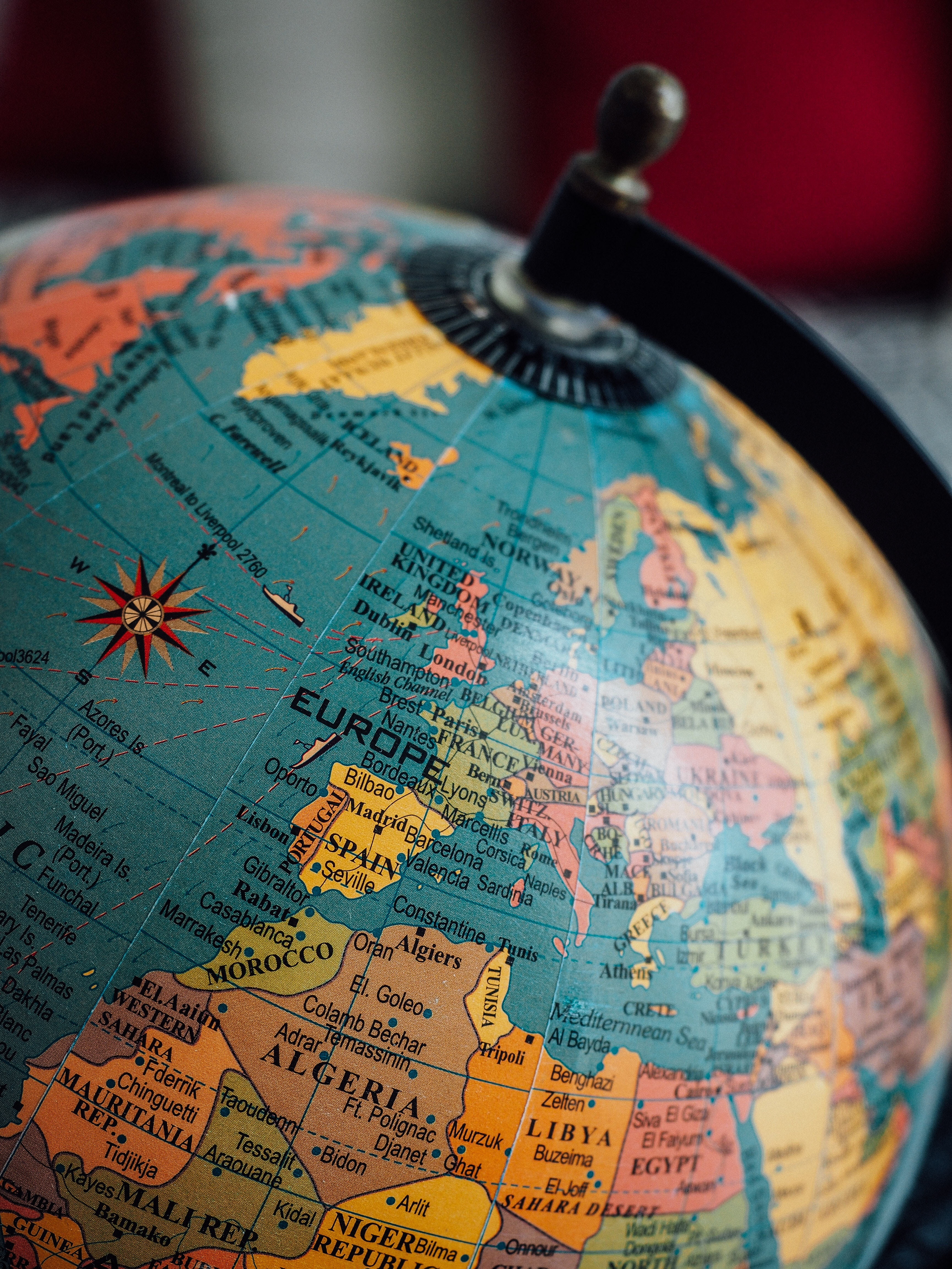 blue terrestrial globe close-up photography