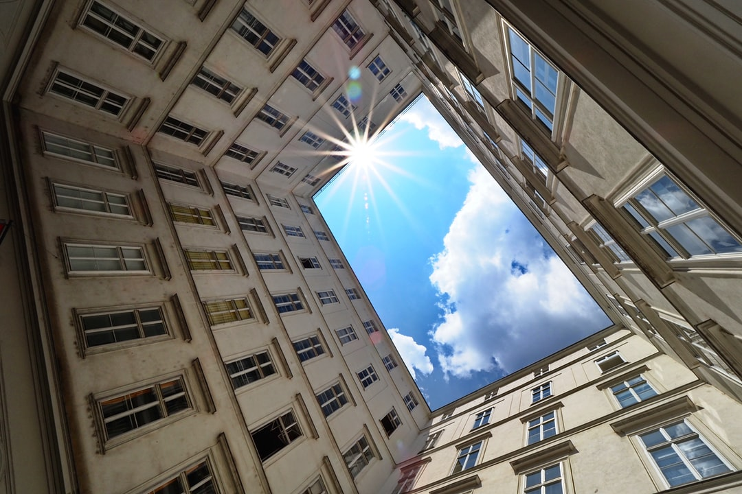 An inner courtyard in downtown Vienna, next to St. Stephen's cathedral, with the ultrawide perspective given by the 7mm focal width of the Olympus M.Zuiko 7-14mm/2.8 PRO lens, gives a somewhat distorted view, with the otherwise rectangular walls appearing to bend towards each other.