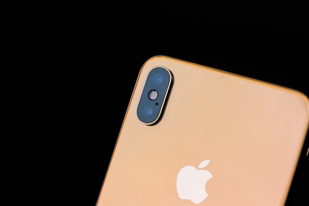 gold iPhone Xs Max
