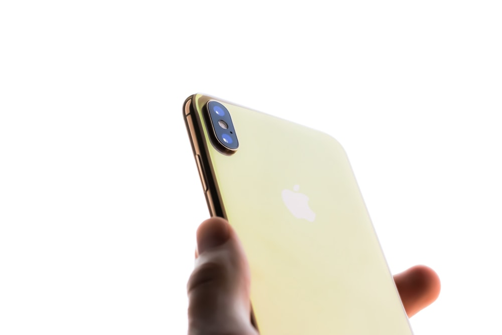 gold iPhone Xs