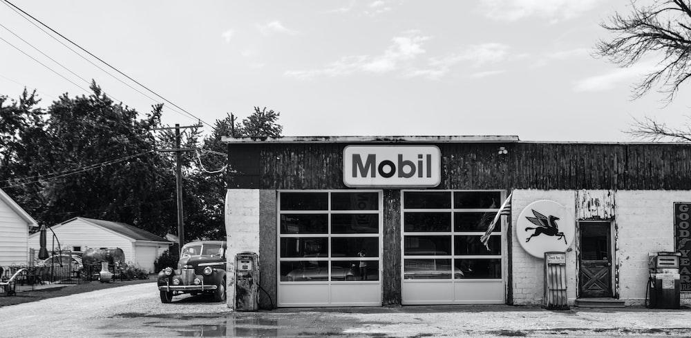 mobil grayscale facade