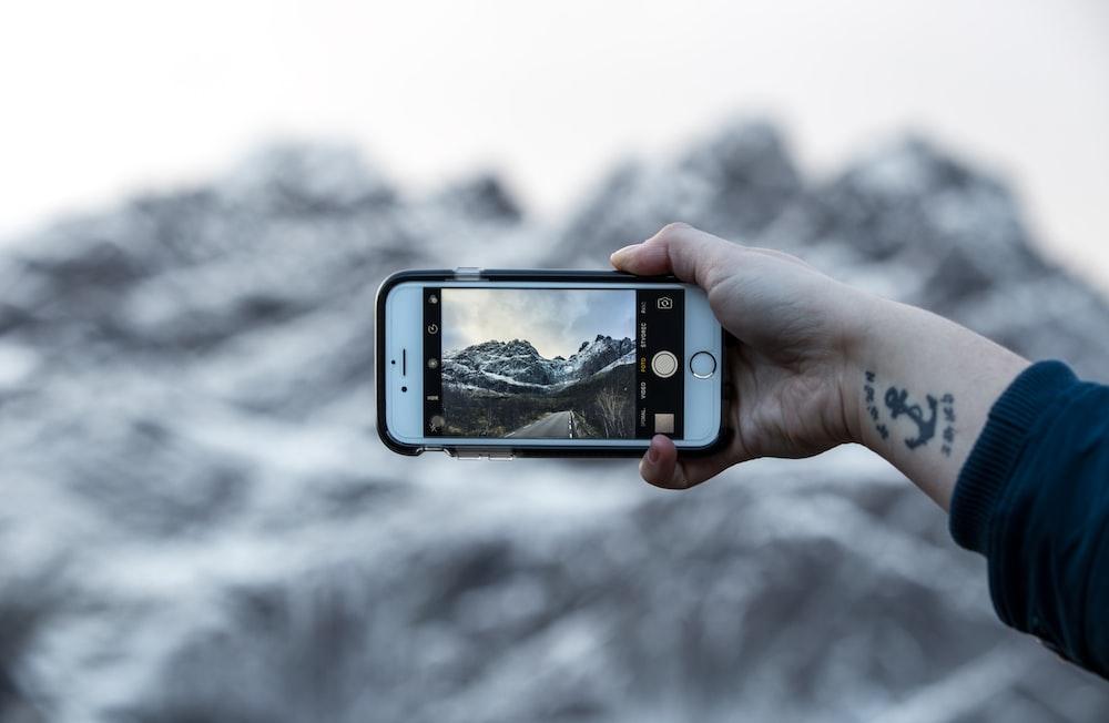 silver iPhone 6 turn on