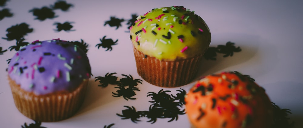 three assorted-flavor cupcakes