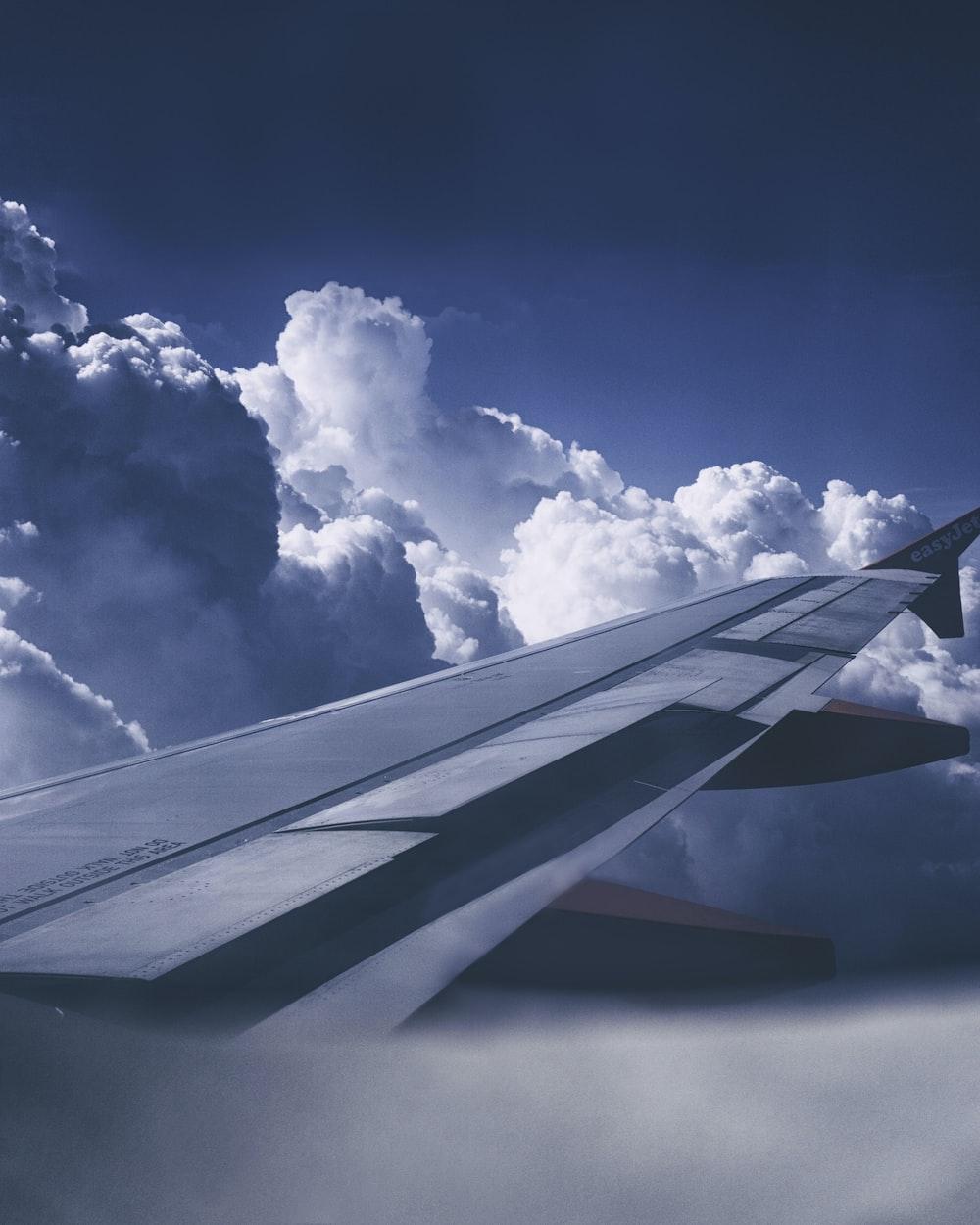 gray plane