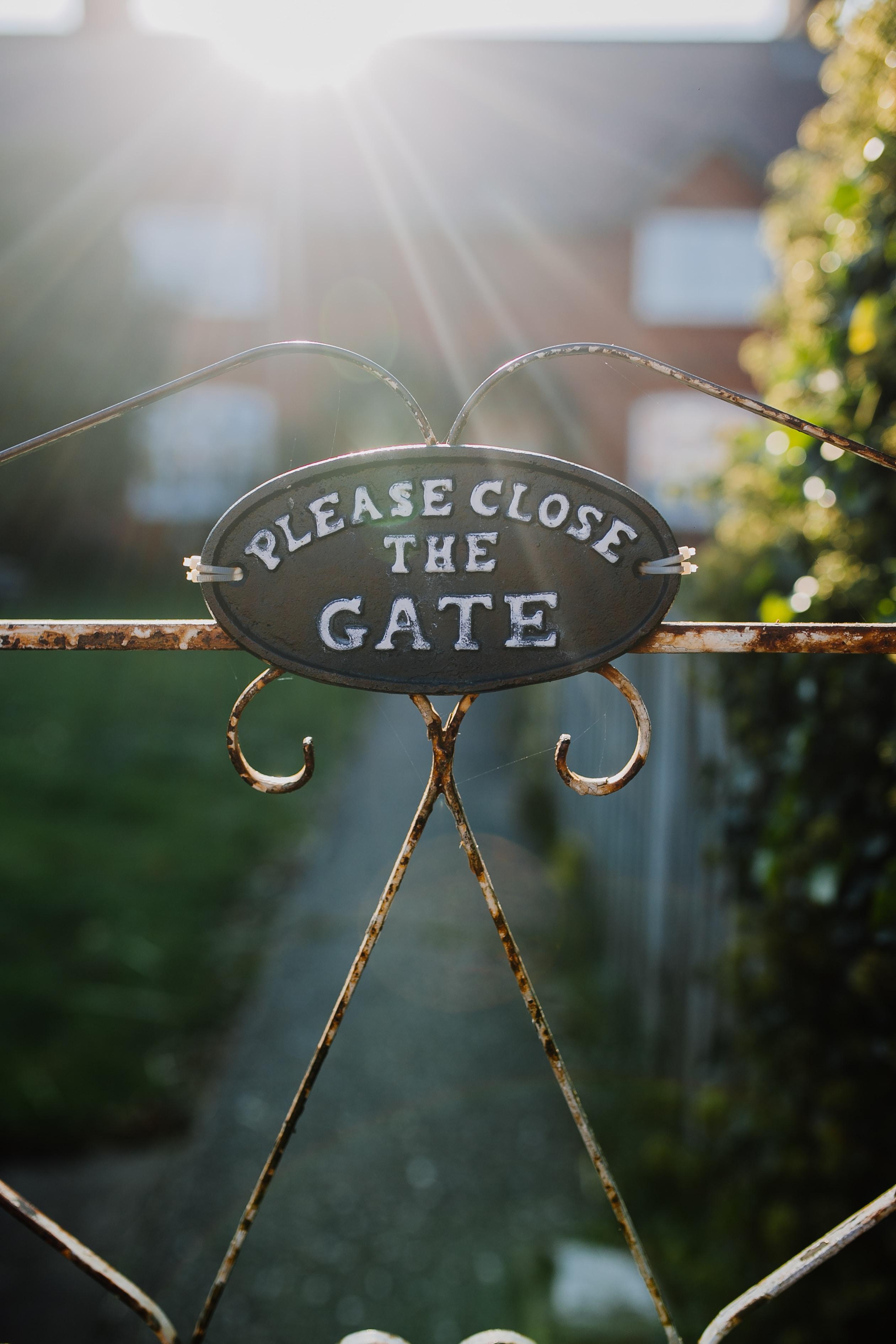 Please Close The Gate sign