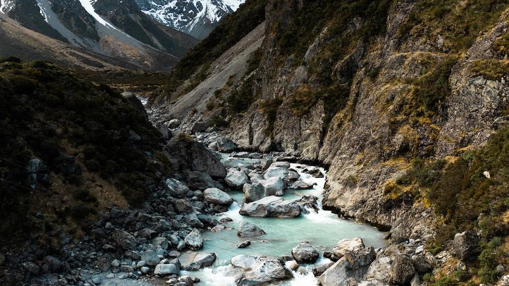 river between mountain